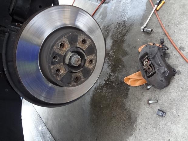 ブレーキ修理_トゥアレグ(GH-7LBMVS)_4.JPG