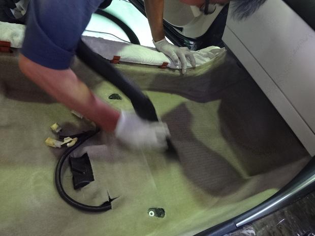 車内クリーニング(犬のおしっこ)_レクサス(DBA-GSE20)_7.JPG
