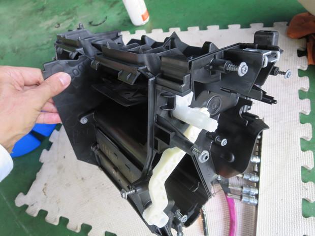 エアコンから出る嫌な臭い修理(BMW3シリーズ・ABA-WA20) (16).JPG