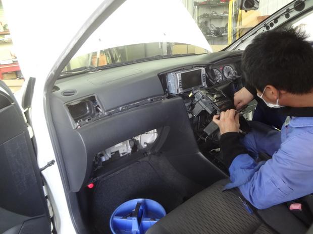 エアコン修理_フィルダー(DBA-NZE121G)_2.JPG