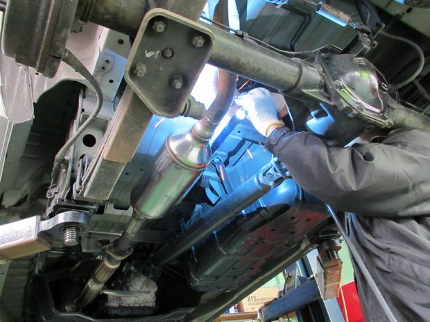 キャラバン排気ガス装置取付 003.jpg