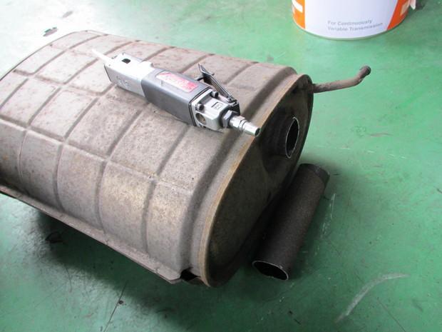 キャラバン排気ガス装置取付 004.jpg