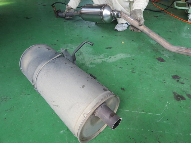 排気ガス低減装置取り付け(ハイエースバン) (1).JPG