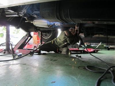 キャンピングカー排気ガス低減装置取付け1